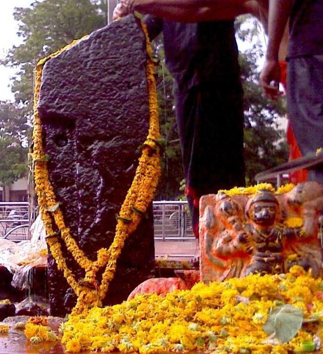 shanidev-idol-shingnapur-shani-temple
